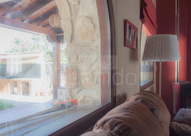 Imagen salón y ventanales